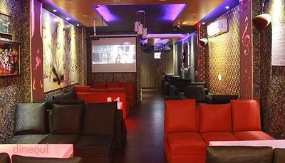 Hookups Cafe & Lounge