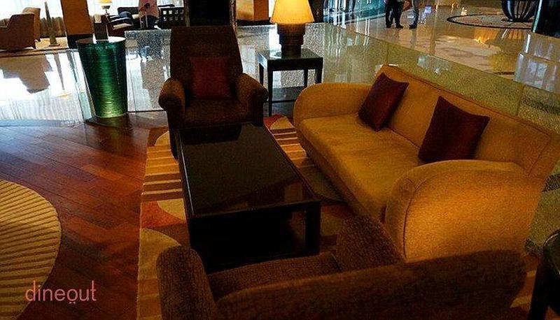 R The Lounge - Radisson Blu Plaza Delhi Mahipalpur