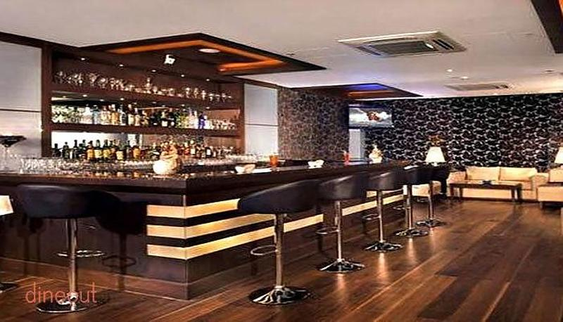 60ml Bar & Lounge - Country Inn & Suites by Carlson Sector 12